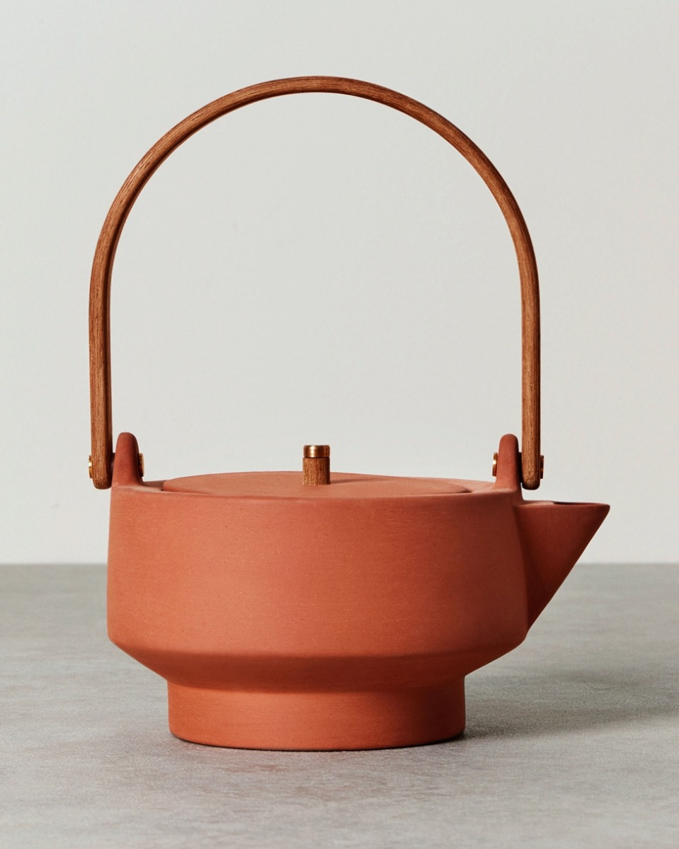 A clay tea pot